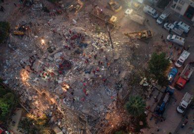 Suman 28 muertos por sismo en Grecia y Turquía; 100 personas han sido rescatadas