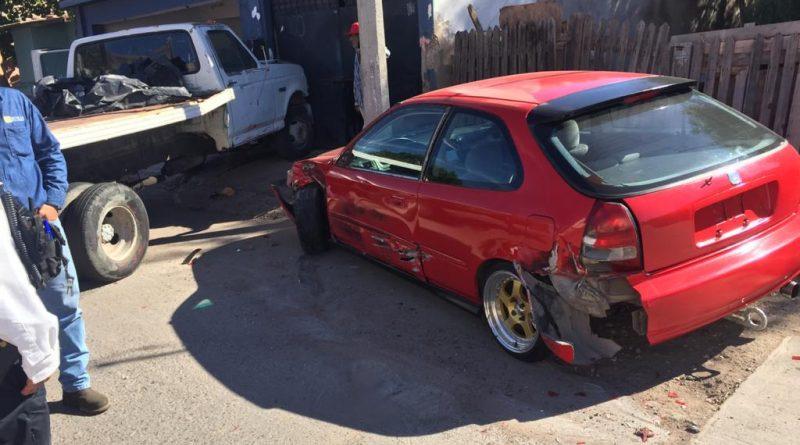 Se estrella tonelada contra auto y casa