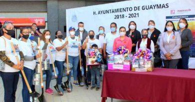 Alcaldía de Guaymas entrega palas a mujeres que buscan familiares desaparecidos; causa indignación en redes