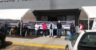 Protestan en Centro Municipal de Recaudación viudas de policías caídos