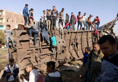 Choque de autobús deja al menos 20 muertos en Egipto