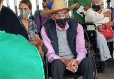 Reaparece Luis Echeverría, recibió segunda dosis en Ciudad Universitaria