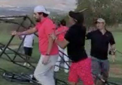 pelea en campo de golf entre hombres en aparente estado de ebriedad