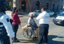 Discapacitado sufre discriminación de taxistas